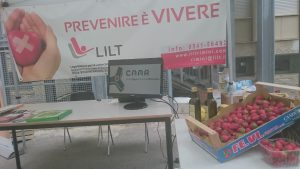 Festa di fine anno a scuola con la frutta del CAAR